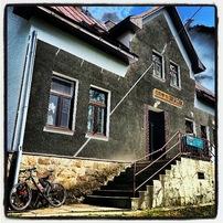 Restaurace Smrček pod Smrčkem. Jeho svérázná výčepní je stále na svém místě:-)