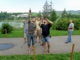 Účastníci Bystřičky 2008 sledují zatmění slunce...
