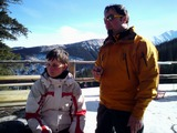 Lucie se právě učí lyže. Kdopak ji asi dělá Velkého učitele?