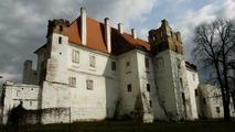 Tajemný hrad v Karpatech? Kdepak! Pět minut po dvanácté byl před totální zkázou zachráněn zámek v Břeclavi. Jedno z mála plus tohoto divnoměsta...