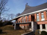 Je to zvláštní, ale jde vážně o fotku kostela v Chuchelné.
