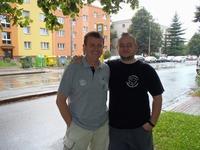 Pivko s Vendelínem před medvědovým doupětem při Kolosech 2011.