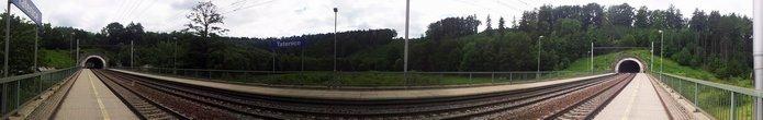 Tatenice mezi tunely. Znám to tady jenom z vlaku:-)